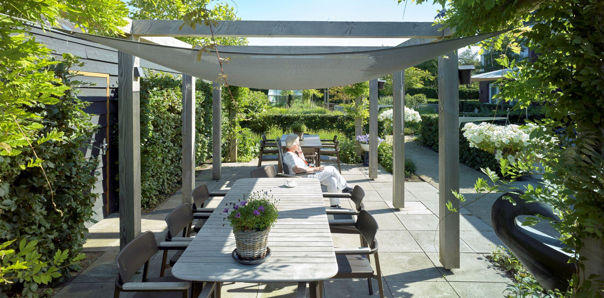 Heerlijk ontspannen in de tuin van Van Hollant Craenenbroeck